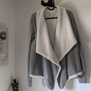 Warm and cozy Cardigan (Hollister) ✨✨✨❤️❤️❤️
